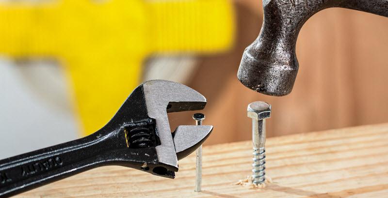 canva-grey-metal-hammer-MADGxwO1fiY